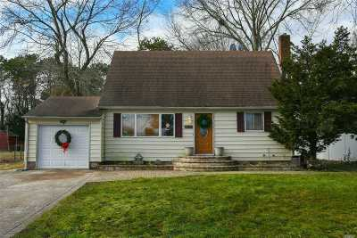 Bay Shore Single Family Home For Sale: 1548 Potter Blvd