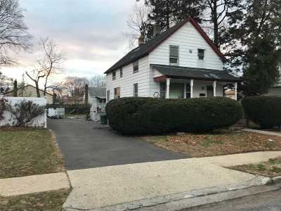 Westbury Single Family Home For Sale: 209 Costar St