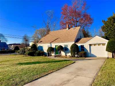 Westbury Single Family Home For Sale: 635 Irving St