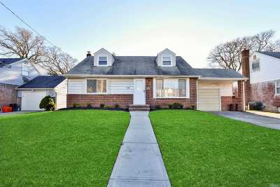 Franklin Square Single Family Home For Sale: 1035 Ferngate Dr