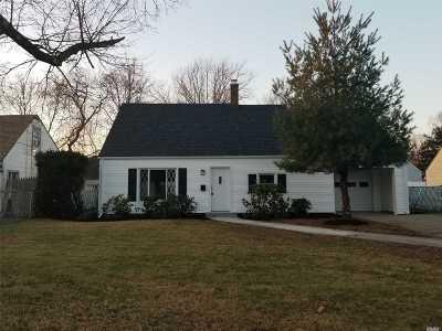 Westbury NY Single Family Home For Sale: $389,000