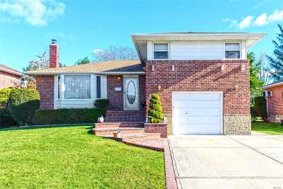 Levittown Single Family Home For Sale: 104 Beverly Pl