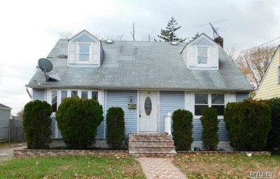 Westbury NY Single Family Home For Sale: $299,900