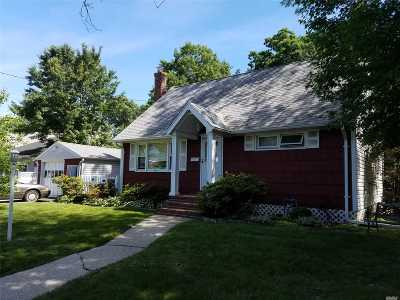 Merrick Single Family Home For Sale: 2246 Brook Ave