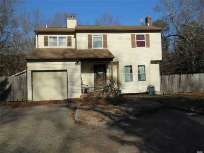 Manorville Single Family Home For Sale: 1 Clare Ct