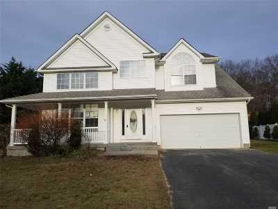 Manorville Single Family Home For Sale: 47 Manorview Way