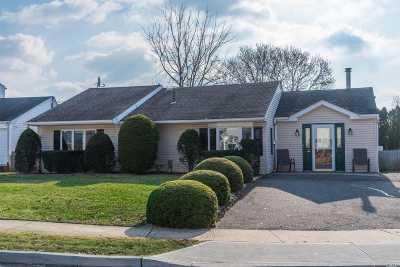 Nassau County Single Family Home For Sale: 2 Mercadante Pl