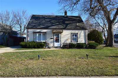 Nassau County Single Family Home For Sale: 159 Spring Ln