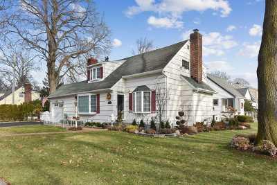 Nassau County Single Family Home For Sale: 33 Boylston St