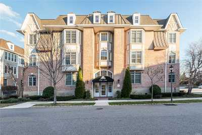 Westbury Condo/Townhouse For Sale: 444 Pacing Way