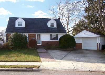 East Meadow Single Family Home For Sale: 142 Bellmore Rd