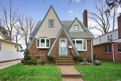 Nassau County Single Family Home For Sale: 209 Verbena Ave