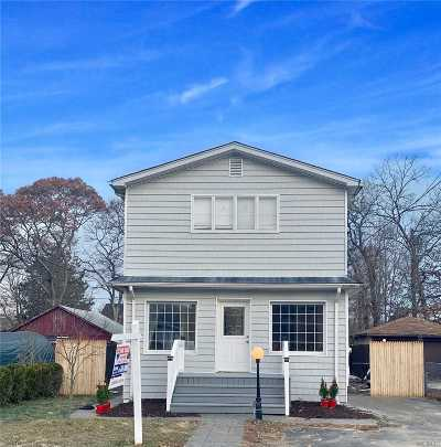 Ronkonkoma Single Family Home For Sale: 205 Pawnee St