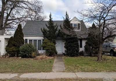Valley Stream Single Family Home For Sale: 17 Derby St