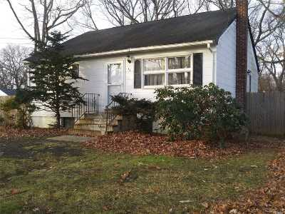 Holtsville Single Family Home For Sale: 32 Washington Ave