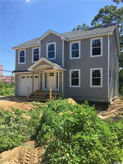 Patchogue Single Family Home For Sale: 15 Comet Pl