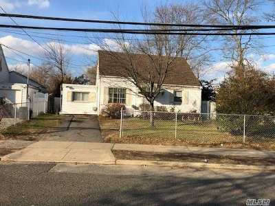 Valley Stream Single Family Home For Sale: 37 Jedwood Pl
