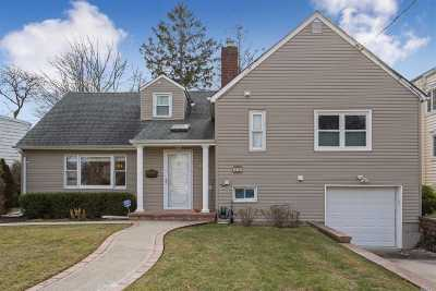 Woodmere Single Family Home For Sale: 949 Carol Ave