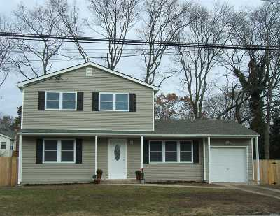 Ronkonkoma Single Family Home For Sale: 145 Magua St
