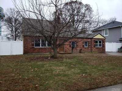 Levittown Single Family Home For Sale: 40 Periwinkle Rd