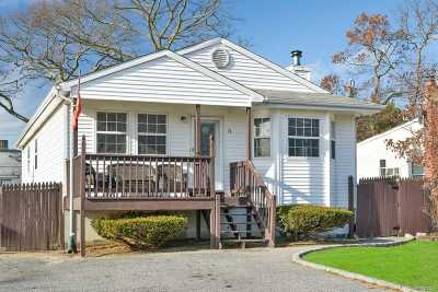 Farmingville Single Family Home For Sale: 12 Woodmont Pl