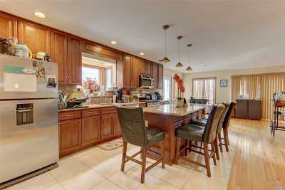 Island Park Single Family Home For Sale: 108 Suffolk Rd