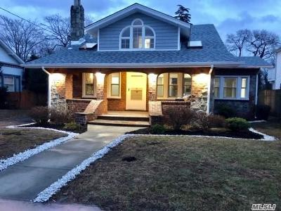 Single Family Home Sold: 2477 Parkview Pl