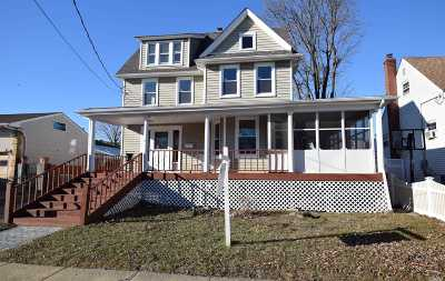 Freeport Single Family Home For Sale: 60 Westside Ave