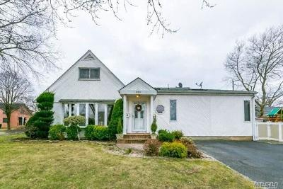 New Hyde Park Single Family Home For Sale: 131 Haddon Rd