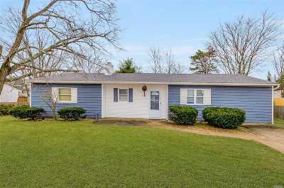 Centereach Single Family Home For Sale: 27 N Stonehurst Cir