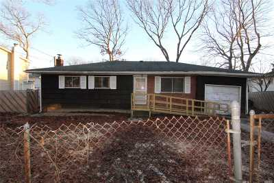 Ronkonkoma Single Family Home For Sale: 426 Deer Rd