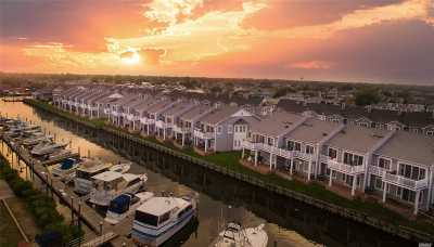 Freeport Condo/Townhouse For Sale: 37 Ocean Watch Ct #37