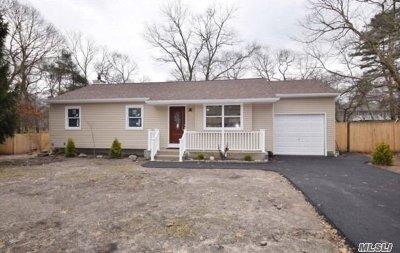 Medford Single Family Home For Sale: 30 Cedar Ln