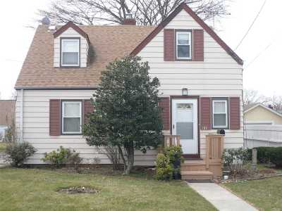 New Hyde Park Single Family Home For Sale: 31 Brian St