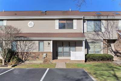 Smithtown Condo/Townhouse For Sale: 70 S Pond Ln