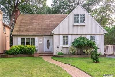 Malverne Single Family Home For Sale: 25 Clinton St