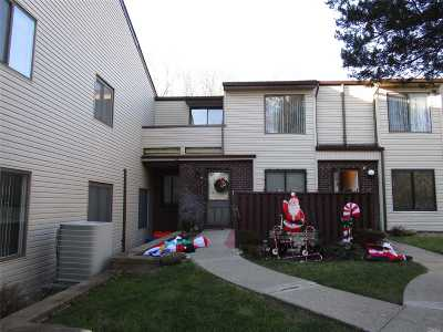 Coram Condo/Townhouse For Sale: 142 Birchwood Rd