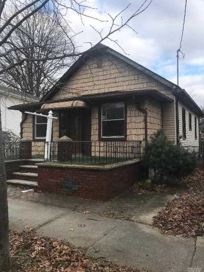 Fresh Meadows Single Family Home For Sale: 73-25 170th St