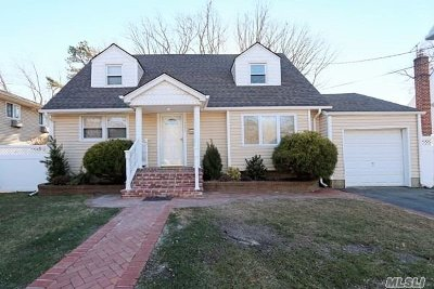 N. Massapequa Single Family Home For Sale: 192 N Linden St