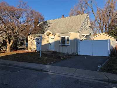 Hicksville Single Family Home For Sale: 9 Lawnside Dr