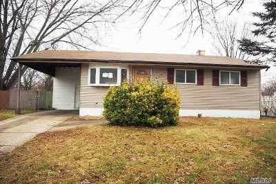 Bay Shore Single Family Home For Sale: 1703 Manatuck Blvd