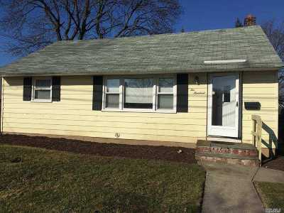 Hicksville Single Family Home For Sale: 200 Ohio St