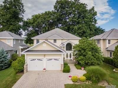Smithtown Single Family Home For Sale: 76 Redan Dr