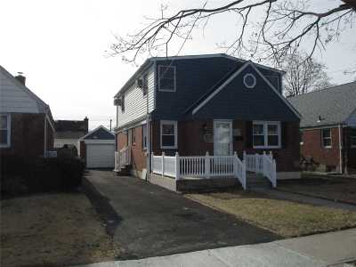 Valley Stream Single Family Home For Sale: 146 E Dover St