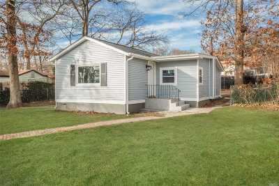 Farmingville Single Family Home For Sale: 39 Pinelawn Ave