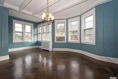 Rockville Centre Single Family Home For Sale: 49 Riverside Dr