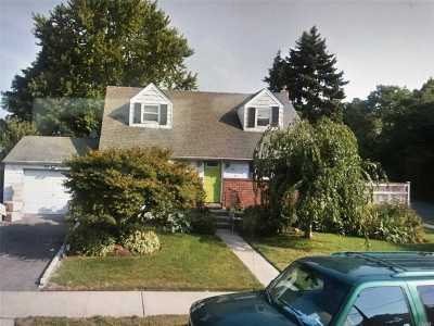 Deer Park NY Single Family Home For Sale: $350,000