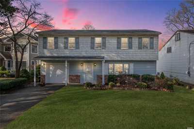 Huntington Single Family Home For Sale: 189 Iceland Dr