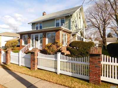 Lynbrook Single Family Home For Sale: 19 Duryea Pl