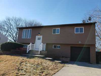 Selden Single Family Home For Sale: 134 Ruland Rd